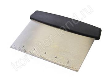 Скребок металлический с разметкой 15х11,5 см, пластиковая ручка